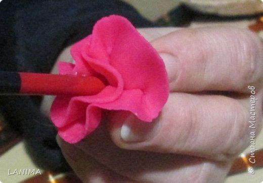 подобное панно я делала уже не раз,обычно в рамке,и все оказываются кому то подаренные,в этот раз на спиле . и вот решила показать как делается этот симпатичный цветок и пёстрый листик. фото 15