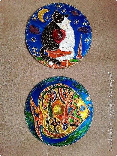 Познакомилась с удивительным творчеством Ихтиандры, захотелось попробовать. Роспись дисков витражными красками. Было испорчено несколько дисков, брала диски у мужа, его компьютерные игры, думала, что они уже не нужны, оказывается, ошиблась. Получила порицание( Но результатом довольна. фото 1