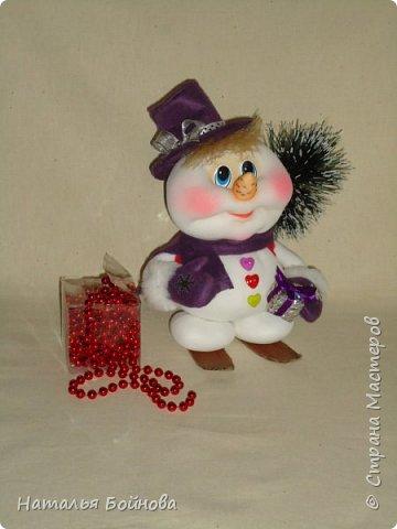 Весёлые Снеговики с подарками фото 2