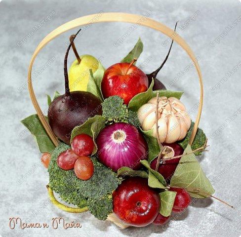 Настольная композиция в корзинке для вегетарианского кафе фото 2