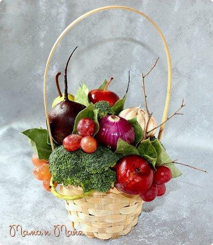Настольная композиция в корзинке для вегетарианского кафе фото 3