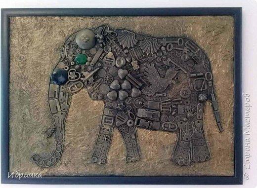 """Панно из мусора """"Слон""""  фото 1"""