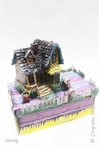 Коробка украшенная любимыми героями из мультфильма отлично поднимает настроение!В ней можно хранить бумагу, карандаши, маленькие игрушки и много всего! фото 2