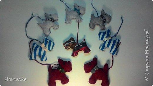 Наше с дочей совместное творчество. Маленькие собачки-подвески из ткани.