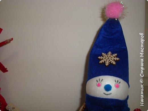 Добрый день! Сотворилась у меня такая вот пара снеговичков. Понравилось мне их делать. Думаю, еще сотворить) Снеговики стоят на спилах. Спил - это простор для фантазии).  Сейчас покрутимся и покрасуемся).   фото 12