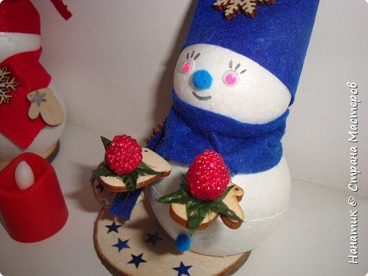 Добрый день! Сотворилась у меня такая вот пара снеговичков. Понравилось мне их делать. Думаю, еще сотворить) Снеговики стоят на спилах. Спил - это простор для фантазии).  Сейчас покрутимся и покрасуемся).   фото 13