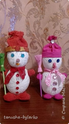 Новый год совсем скоро... и мне захотелось сделать несколько  снеговичков под елочку....вот такие милашки получились фото 1