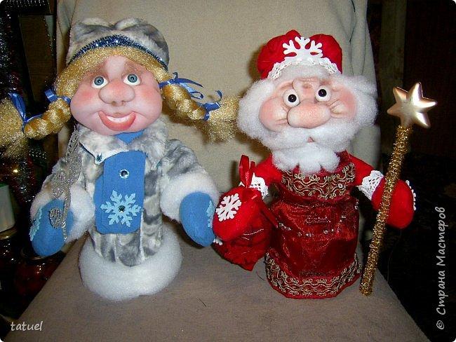 Всем  привет! Это мой дебют по пошиву Дедушки Мороза и Снегурочки! Любимые персонажи всех детей под елкой! А в детском саду или на новогоднем празднике без них праздник не получиться! Кто будет дарить подарки ребятам? Именно Дедушка Мороз со своей внучкой Снегурочкой! фото 2