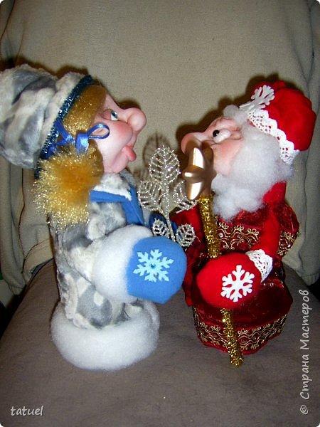 Всем  привет! Это мой дебют по пошиву Дедушки Мороза и Снегурочки! Любимые персонажи всех детей под елкой! А в детском саду или на новогоднем празднике без них праздник не получиться! Кто будет дарить подарки ребятам? Именно Дедушка Мороз со своей внучкой Снегурочкой! фото 5