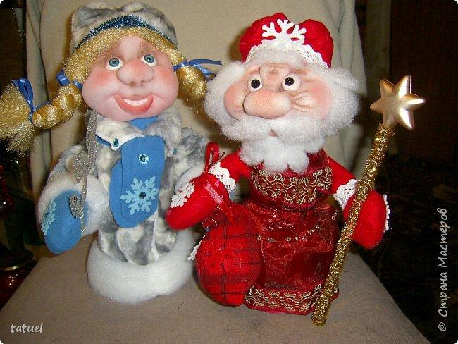 Всем  привет! Это мой дебют по пошиву Дедушки Мороза и Снегурочки! Любимые персонажи всех детей под елкой! А в детском саду или на новогоднем празднике без них праздник не получиться! Кто будет дарить подарки ребятам? Именно Дедушка Мороз со своей внучкой Снегурочкой! фото 6