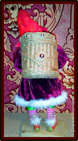 """Доброе утро, а может день или вечер...!!!!!!!!!! Дорогие друзья хотела поделиться с вами своей новой работой """" Рождественский гном"""" Времени совсем не остаётся на творчество, но иногда (когда уж совсем наступает тоска по куклам) всё же сажусь и занимаюсь своим любимым делом, как отдушина для души...  фото 4"""