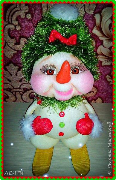 К новому году начинаешь готовится заранее. Это мой самый любимый праздник!!!!!!!! И мне захотелось сделать что то тёплое, мягкое и мультяшное. Вот так вот и родились мои Ёлочка и Снеговушечка )))  фото 11