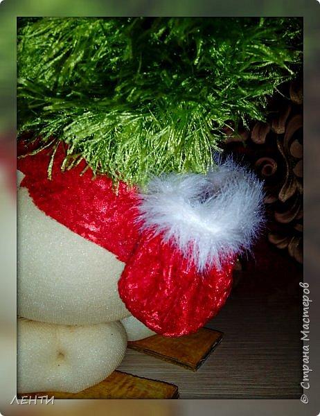 К новому году начинаешь готовится заранее. Это мой самый любимый праздник!!!!!!!! И мне захотелось сделать что то тёплое, мягкое и мультяшное. Вот так вот и родились мои Ёлочка и Снеговушечка )))  фото 13