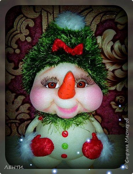 К новому году начинаешь готовится заранее. Это мой самый любимый праздник!!!!!!!! И мне захотелось сделать что то тёплое, мягкое и мультяшное. Вот так вот и родились мои Ёлочка и Снеговушечка )))  фото 14