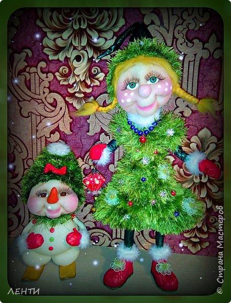 К новому году начинаешь готовится заранее. Это мой самый любимый праздник!!!!!!!! И мне захотелось сделать что то тёплое, мягкое и мультяшное. Вот так вот и родились мои Ёлочка и Снеговушечка )))  фото 7
