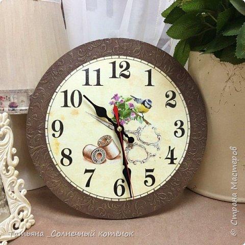 Часы для рукодельницы в технике декупаж фото 1