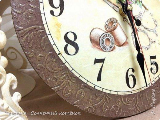 Часы для рукодельницы в технике декупаж фото 3