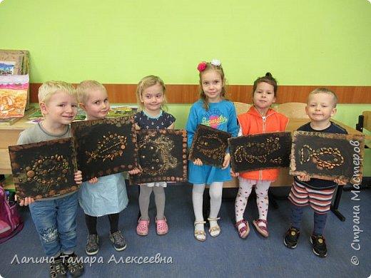 """Мои самые маленькие художники представляют свои """"хламушки"""". У кого-то рыбка, кошка, божья коровка или дерево."""