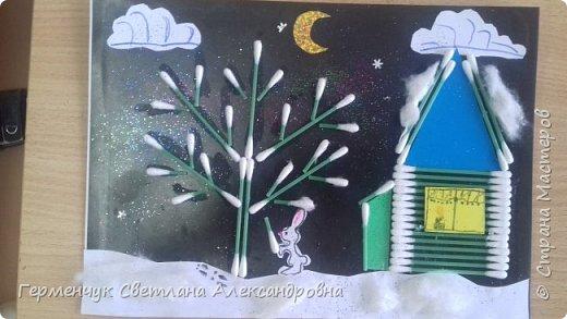 """Сегодня с ребятами 3 """"А"""" класса сделали аппликацию """" Зайкина избушка""""  из .ватных палочек .Как только закончили  работу,  пошел сильный снежок!!!   И ребята прокомментировали: """" Это Зимушка - зима обрадовалась ,что мы ее ждем  и  отправила снежинки на Землю!"""" Все вокруг стало белым-бело нарядным,чистым  !!! И ребятишки после уроков быстрее побежали   на площадку  -играть в снежки. фото 9"""
