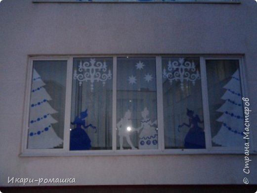 Оформление окон в детском саду на тему Зимняя сказка. К сожалению, невозможно сфотографировать здание вцелом.  фото 4