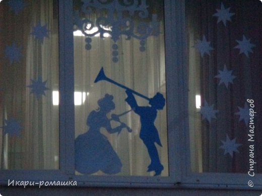 Оформление окон в детском саду на тему Зимняя сказка. К сожалению, невозможно сфотографировать здание вцелом.  фото 3