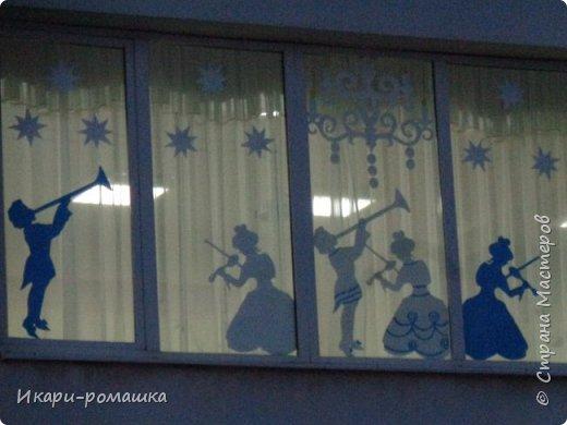 Оформление окон в детском саду на тему Зимняя сказка. К сожалению, невозможно сфотографировать здание вцелом.  фото 5