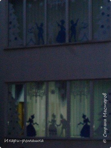 Оформление окон в детском саду на тему Зимняя сказка. К сожалению, невозможно сфотографировать здание вцелом.  фото 6