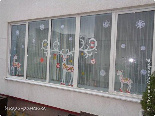 Оформление окон в детском саду на тему Зимняя сказка. К сожалению, невозможно сфотографировать здание вцелом.  фото 1