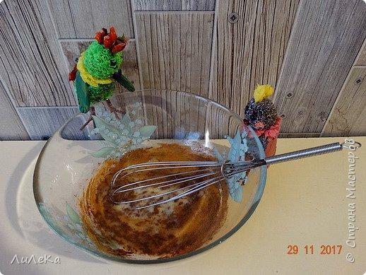 Пирог «Десяточка» или Кулинарное шоу попугаев – 10  С днём рождения, любимый сайт! Татьяна Николаевна, Ануп, Илюша, мои дорогие подруги-пчёлки и все-все-все виртуальные друзья, с праздником! Мы с попугаюшками счастливы принять участие в грандиозном чаепитии! Девчонки и мальчишки! А так же их родители! Страну нашу любимую поздравить не хотите ли? Пирог простой «Десяточка»  мы испечём сейчас, Надеемся, что наш рецепт  вас выручит не раз!  Юбилейное (ДЕСЯТОЕ!) кулинарное шоу попугаев начинается...  фото 4
