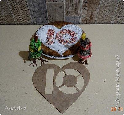 Пирог «Десяточка» или Кулинарное шоу попугаев – 10  С днём рождения, любимый сайт! Татьяна Николаевна, Ануп, Илюша, мои дорогие подруги-пчёлки и все-все-все виртуальные друзья, с праздником! Мы с попугаюшками счастливы принять участие в грандиозном чаепитии! Девчонки и мальчишки! А так же их родители! Страну нашу любимую поздравить не хотите ли? Пирог простой «Десяточка»  мы испечём сейчас, Надеемся, что наш рецепт  вас выручит не раз!  Юбилейное (ДЕСЯТОЕ!) кулинарное шоу попугаев начинается...  фото 14
