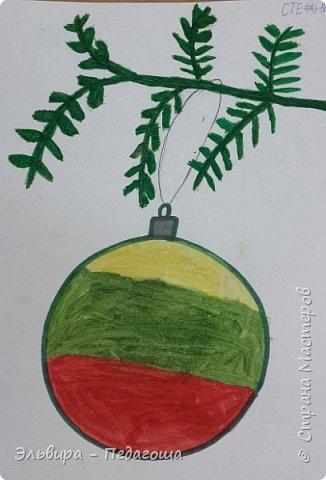 """Скоро-скоро Новый Год, На санях примчится. Вот уже, наверно, он К нам в окно стучится. (Автор  частушки неизвестен)  Пора наряжать ёлку! Итак,  открываем традиционную """"Мастерскую Деда Мороза"""" и первыми в нашей программе будут ёлочные шарики. фото 11"""