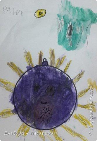 """Скоро-скоро Новый Год, На санях примчится. Вот уже, наверно, он К нам в окно стучится. (Автор  частушки неизвестен)  Пора наряжать ёлку! Итак,  открываем традиционную """"Мастерскую Деда Мороза"""" и первыми в нашей программе будут ёлочные шарики. фото 18"""