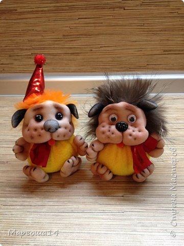 Привет,Страна Мастеров!!! Продолжаю шить маленьких собачек (рост 10 - 11 см) на подарочки. Этих первых двух сшила и сразу подарила.Людям радость,а мне приятно. фото 1