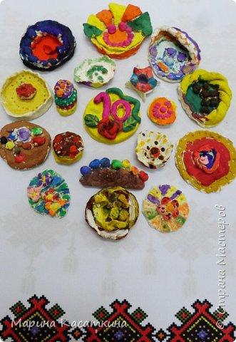 Сладкий стол к юбилею страны Мастеров. Дети подготовительной группы изготовили сладости к юбилею.