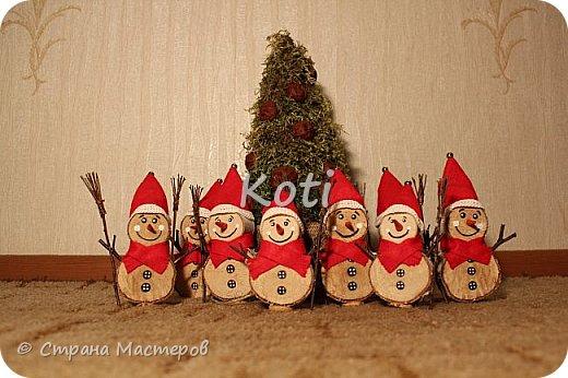 В честь первого зимнего месяца хочу поделиться историей создания этих милых снеговиков из березовых спилов: фото 10