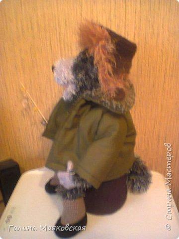 """Привет всем! Хочу показать свою последнюю  """"вытворялку"""".  Был заказан мини-бар """" Волк- рыболов"""", причем рыбалка - зимняя, амуниция соответственная: ватник, ушанка, валенки . И вот что из этого получилось: фото 8"""