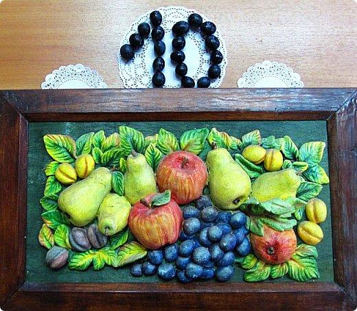Ну какой же стол без фруктов! Даже сладкий! Фрукты никогда никому не помешают, а даже наоборот!