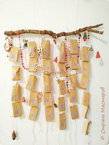 В этом году делала два Адвент -календаря. Идей в интернете масса. Покажу свою реализацию. Материалы, инструменты: втулки от туалетной бумаги, картон, клей, упаковочная бумага, джутовая нить, ножницы. фото 1