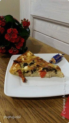 Рецептик прост!слоеное тесто+ Мне нравится солененькое.Поэтому здесь овощи и 2 вида сыра