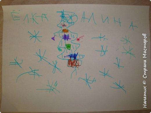 Доброй ночи! Начался наш адвент).  Вчера я рассказывала и писала много букАв про наш волшебный плакат.  http://stranamasterov.ru/node/1123170 На окошке стояли три гномика, я то думала, что дочурка одно задание на выбор возьмет, а не тут то было))), Алина сразу все три и вытащила). Очень удивило и порадовало задание от деда Мороза - нарисуй елочку зубами))).  Таких необычных заданий у нас еще не было))). фото 4