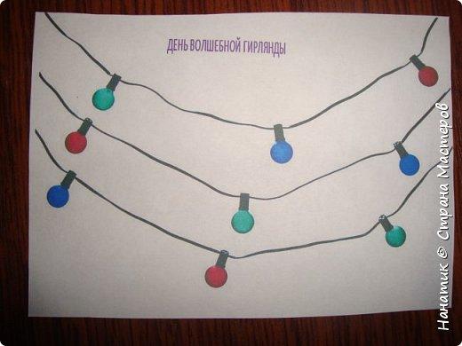 На субботу 2 декабря у нас новое задание. Наш адвент-плакат начал преображение: раскрашен месяц, он приклеен на цифру 1. Снова волшебный мешочек. Сейчас все расскажу и покажу. фото 3