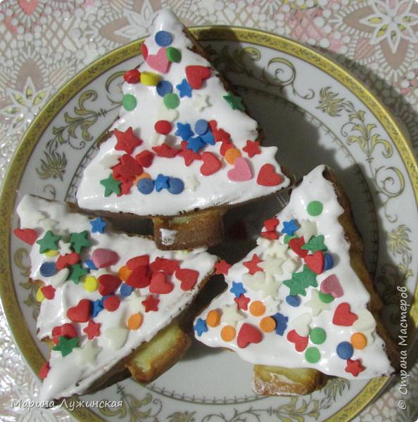 У нас по календарю Ожидания Нового года сегодня выпал день новогодней выпечки. Я специально к этому дню купила силиконовые формочки в виде ёлочек(для новогоднего настроения), подарила их детишкам с утра, чем удивила и обрадовала. фото 7