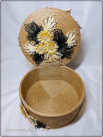 """И снова мой вам привет))Продолжаю свою серию больших """"цветочных"""" шкатулок.На повестке дня хризантемы из шпагата. фото 4"""