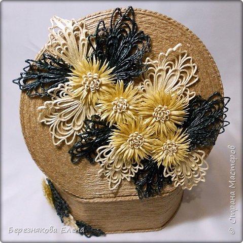 """И снова мой вам привет))Продолжаю свою серию больших """"цветочных"""" шкатулок.На повестке дня хризантемы из шпагата. фото 9"""