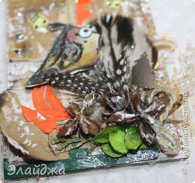 """Привет Всем! Новый год полным ходом идет по Стране Мастеров, вот и у меня  сложились такие   АТСки  серия """"Птички""""  тема """"В ожидании зимы"""". У многих  уже снег за окном, а мы его еще ожидаем. Вот такие милые пучеглазики высматривают приближение зимы.  Карточки сделаны  из остатков разных бумажек, газет, картона, разные перышки,кружево,  веточки, сухоцветы, маленькие шишечки от туи. (Это девочки я стол убирала перед покрытием лаком своих игрушек ватных. Вот насобирала материалов ... аж на новую серию....Мой Хомяк не позволяет выбросить в мусор  остатки ..все в дело! А цветочек зеленый нашла всего один...разпотрошила его и  все-всем карточкам хватило! фото 11"""