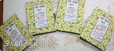 """Привет Всем! Новый год полным ходом идет по Стране Мастеров, вот и у меня  сложились такие   АТСки  серия """"Птички""""  тема """"В ожидании зимы"""". У многих  уже снег за окном, а мы его еще ожидаем. Вот такие милые пучеглазики высматривают приближение зимы.  Карточки сделаны  из остатков разных бумажек, газет, картона, разные перышки,кружево,  веточки, сухоцветы, маленькие шишечки от туи. (Это девочки я стол убирала перед покрытием лаком своих игрушек ватных. Вот насобирала материалов ... аж на новую серию....Мой Хомяк не позволяет выбросить в мусор  остатки ..все в дело! А цветочек зеленый нашла всего один...разпотрошила его и  все-всем карточкам хватило! фото 16"""