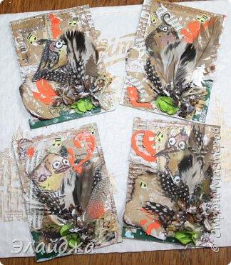 """Привет Всем! Новый год полным ходом идет по Стране Мастеров, вот и у меня  сложились такие   АТСки  серия """"Птички""""  тема """"В ожидании зимы"""". У многих  уже снег за окном, а мы его еще ожидаем. Вот такие милые пучеглазики высматривают приближение зимы.  Карточки сделаны  из остатков разных бумажек, газет, картона, разные перышки,кружево,  веточки, сухоцветы, маленькие шишечки от туи. (Это девочки я стол убирала перед покрытием лаком своих игрушек ватных. Вот насобирала материалов ... аж на новую серию....Мой Хомяк не позволяет выбросить в мусор  остатки ..все в дело! А цветочек зеленый нашла всего один...разпотрошила его и  все-всем карточкам хватило! фото 17"""