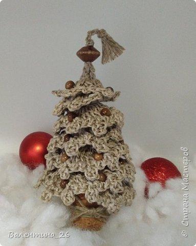 Каждый год хочется новых праздничных украшений! Решила связать елку. Поэкспериментировала со спиралькой.  фото 2
