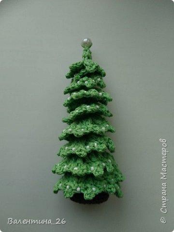 Каждый год хочется новых праздничных украшений! Решила связать елку. Поэкспериментировала со спиралькой.  фото 32
