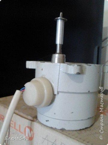 Электрическое приспособление для накрутки роллов. Муж сделал. Скорость небольшая. Натяжение просто регулируется рукой. Легко снимается.